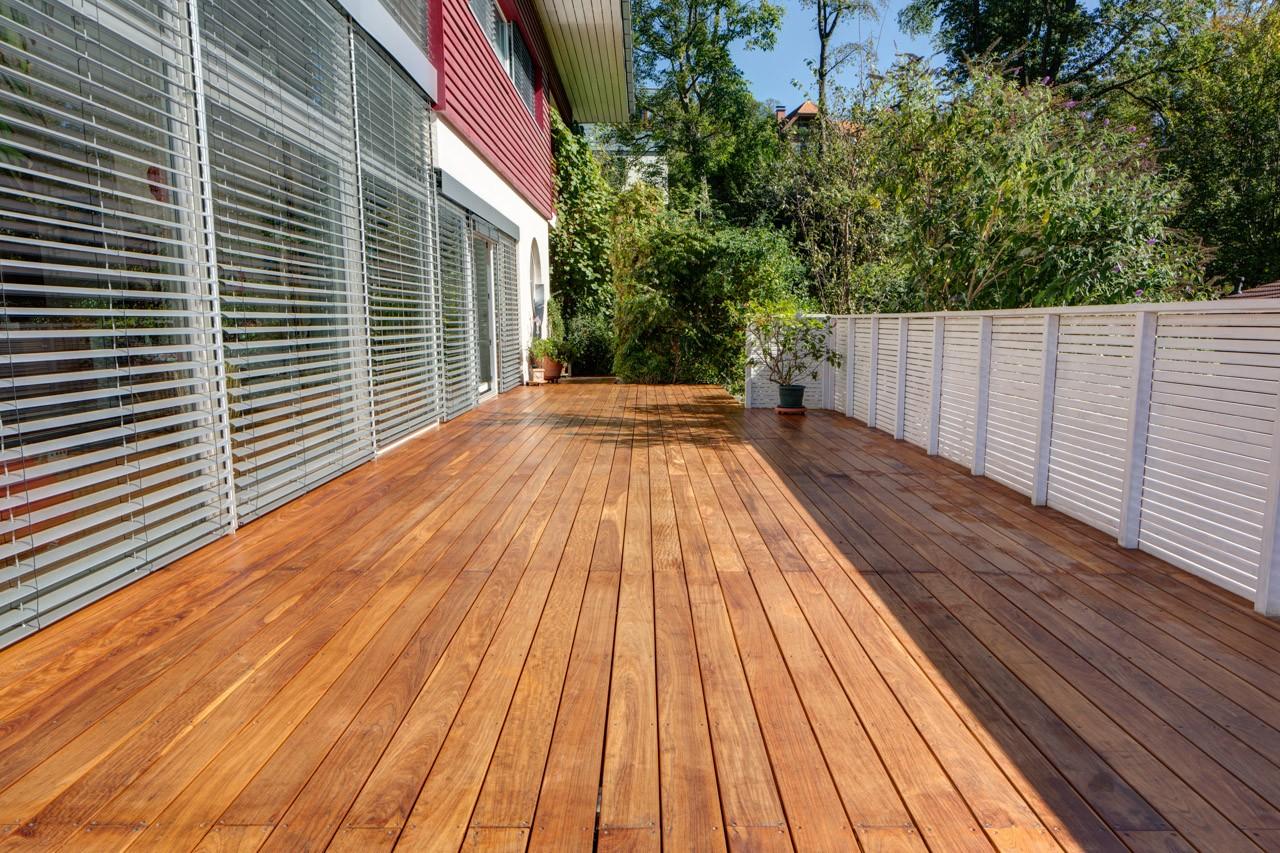 vergraute holz-terrassendielen reinigen und pflegen | terrasse