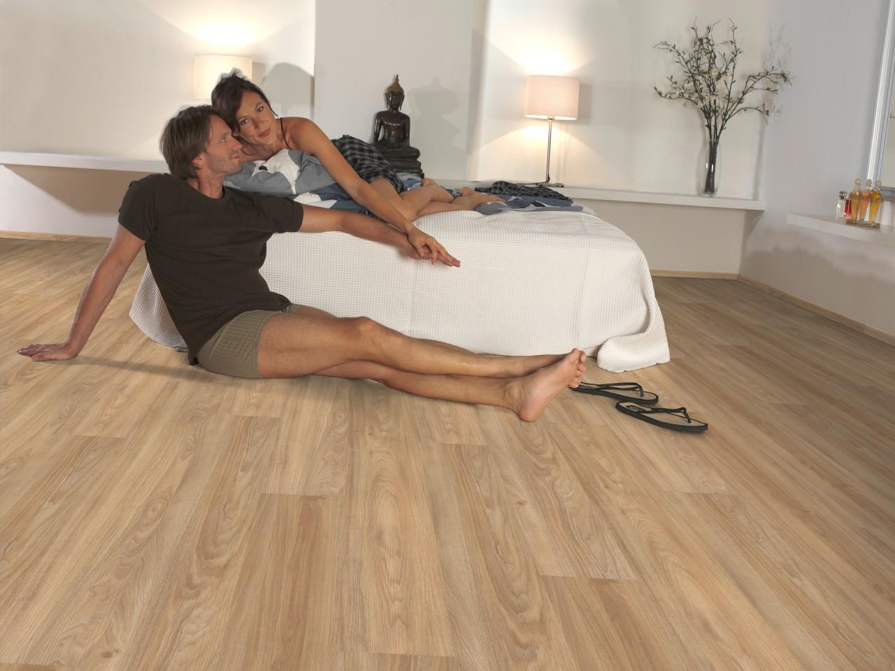 reinigung und pflege von vinylb den fussb den ratgeber der boden online shop aus sterreich. Black Bedroom Furniture Sets. Home Design Ideas